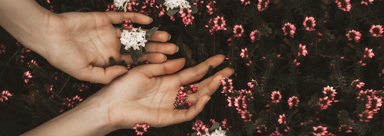 Mains - Comment hydrater vos mains desséchées par le gel hydroalcoolique - Dermophil
